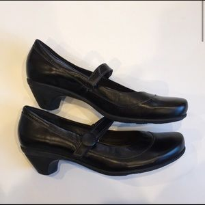 New Naot black leather Mary Jane shoes